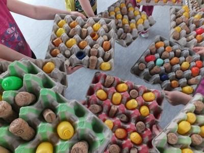Spiele mit Eierkartons