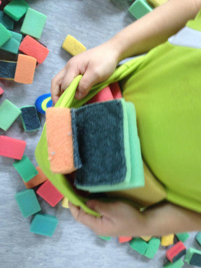 Spiel mit abwaschschw mmen aufr umen macht spa for Raumgestaltung entspannung