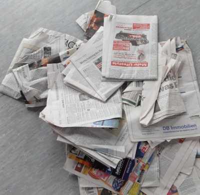 """Zeitungsrolle  <br /><span class=""""second""""> Alltagsmaterial beim Sport</span>"""