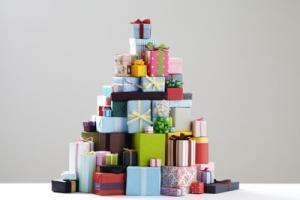 Weihnachtsgeschenke sortieren