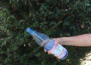 Spiel mit Plastikflaschen
